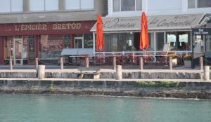 Book a sea view restaurant in cancale